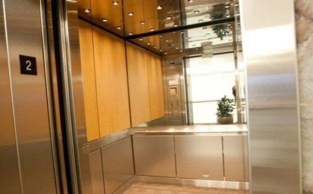 آیا می دانید چرا در آسانسور آینه نصب می کنند؟