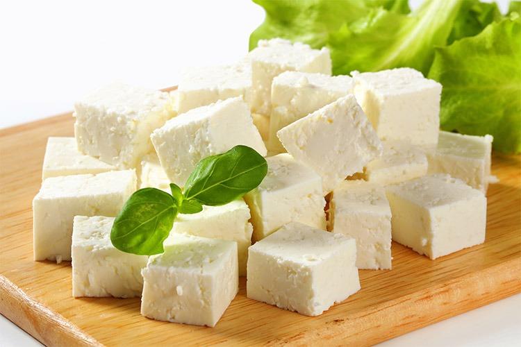کاهش حملات قلبی با مصرف روزانه پنیر