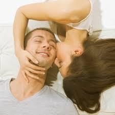 آیا بوسیدن همسر خوب است؟
