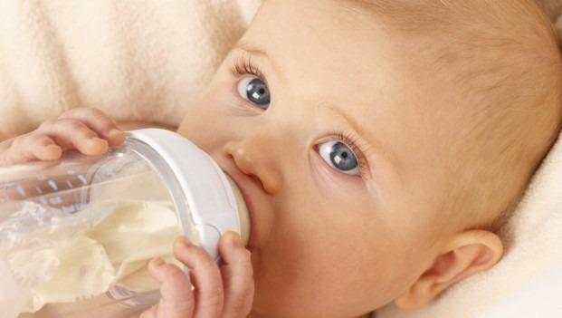 رشد هوشی کمتر نوزاد به خاطر شیر خشک