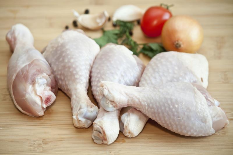 مصرف مرغ نیمه پخت منجر به فلج اندام می شود