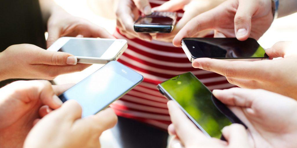 معضل جدیدی به نام «بی موبایل هراسی» در جوانان