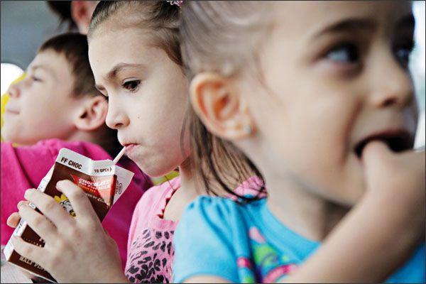 شیرکاکائو برای صبحانه کودک ممنوع