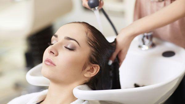 دوش گرفتن بیش از حد به مو آسیب میزند