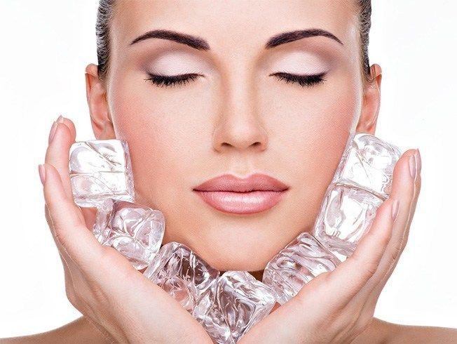 صورت خود را با آب سرد بشویید