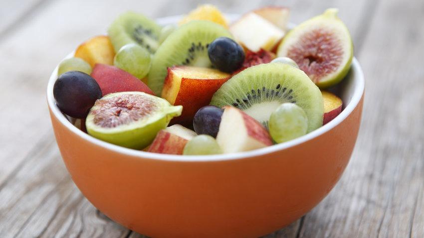 اگر می خواهید در پیری به آلزایمر دچار نشوید میوه بخورید