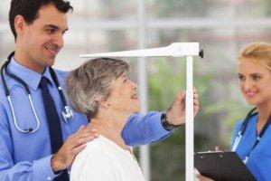 راه های جلوگیری از کاهش قد مرتبط با افزایش سن