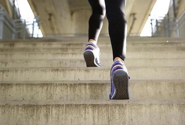 بالا رفتن از پله، موثر در کاهش فشار خون پس از یائسگی
