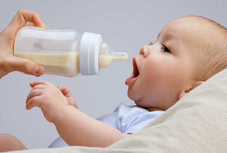 نکات مهم و مراحل تهیه شیر خشک برای نوزاد
