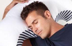 بهترین مدل خوابیدن برای کسانی که سوزش معده دارند