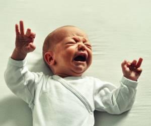 18 نکته برای آنکه هنگام گریه نوزادتان متوجه علت شوید